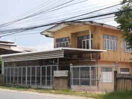 บ้านพร้อมที่ดิน 1ไร่ 55 ตรว. ใกล้ตลาดบ้านเส้ง จ.ลำพูน ติดถนนใหญ่ ทำเลค้าขาย