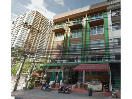 ให้เช่าอาคารพานิชย์ 3 คูหา 4ชั้น สุขุมวิท 39  ติดถนนซอย เหมาะสำหรับเปิดร้านอาหาร ใกล้ BTS พร้อมพงษ์ 700 เมตร