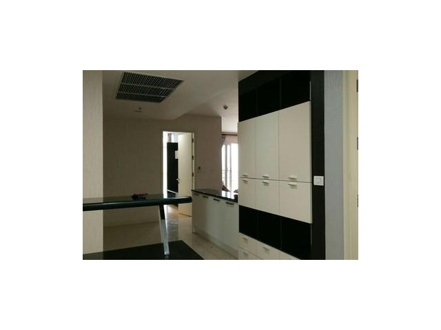 Sell Condo close to Ekkamai BTS Nusasiri Grand 180 sqm 10th Floor, New Room with special price!