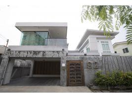 ขายบ้านซอยลาดพร้าว 110 (สามารถนัดชมบ้านได้ 093-730-7829)