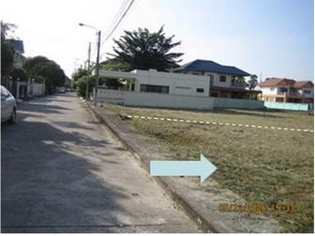 ขายด่วนที่ดิน ในหมู่บ้านมณีรินทร์ ถนนรัตนาธิเบศร์ 60 ตรว. ใกล้ MRT ท่าอิฐ