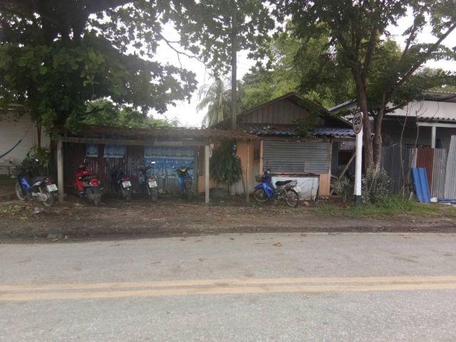 ขายที่ดินพร้อมบ้านชั้นเดียว เหมาะสำหรับทำกิจการค้าขาย อู่ซ่อมรถ ราคาถูกมาก