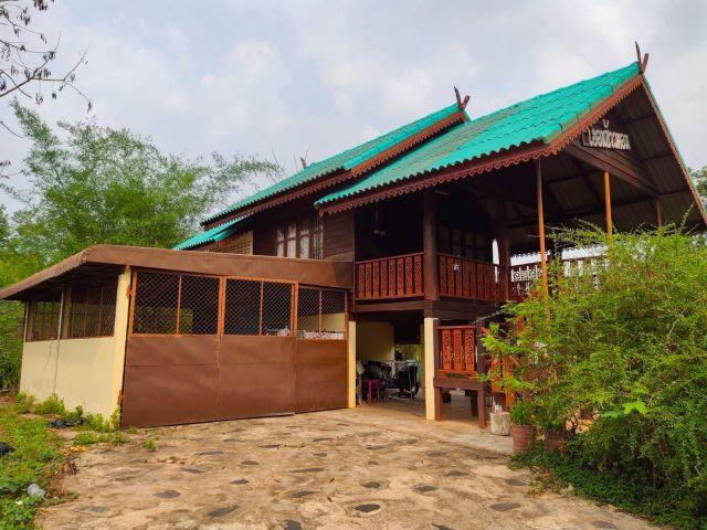 ขายบ้านพร้อมที่ดิน บ้านพัก รีสอร์ท ราคา 2,500,000 บาท บ้าน 4 หลัง ที่ดิน 1ไร่ ใกล้สถานศึกษาอาชีวะเอกชน