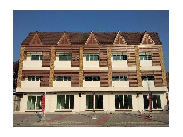 ขายด่วน อาคารพาณิชย์ 3 ชั้นใหม่ ด้านหน้าติดถนน ใกล้ตัวเมืองระยอง หมู่บ้านอารยา
